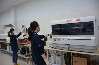 bệnh viện sản-nhi tỉnh: tuyển 3 bác sĩ cuba sang làm việc